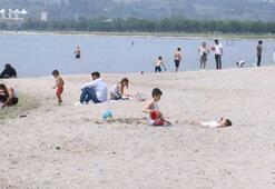 İstanbulda kısıtlamaları kaldırılan çocuklar sahille akın etti