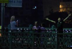 Galata Köprüsü'nde balık tutan ve dans eden vatandaşlar dikkat çekti