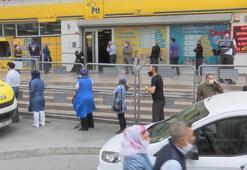 PTT önündeki kuyruk metrelerce uzadı
