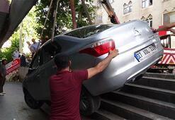 Aracı bu halde bırakıp kaçtı