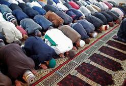Camiler bugün açık mı, Bayram namazı camide kılınacak mı Ramazan Bayramı namazı ne zaman saat kaçta kılınacak