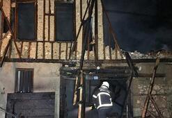 Tarihi binada yangın Küle döndü