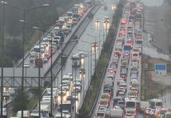 Son dakika haberleri...  İstanbul çıkışında 65 yaş üstü trafiği