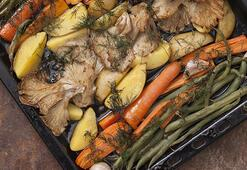 Fırında istiridye mantarlı sebzeler