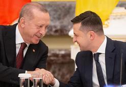 Ukrayna Devlet Başkanı Zelenski, Cumhurbaşkanı Erdoğana vişivanka hediye etti