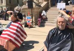 ABD'de valilik binası önünde saç tıraşı protestosu