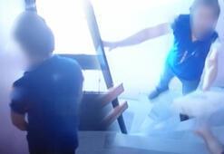 Kargocu paket teslimi için girdiği apartmana idrarını yaparak çıktı