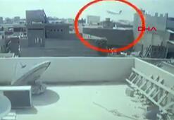Pakistandaki yolcu uçağının düşme anı kameraya böyle yansıdı