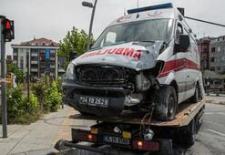 Bahçelievlerde ambulans kaza yaptı: 3 sağlık çalışanı yaralı