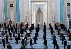 Diyanet İşleri Başkanı Ali Erbaş, Ramazan Bayramı namazını kıldırarak, bayram hutbesini okudu