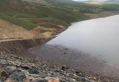 Baraj gölüne yuvarlanan iş makinesinin operatörü kayboldu