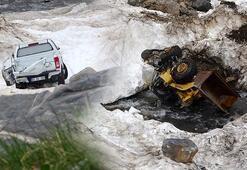 Vandaki çığ faciasında kara gömülen araçlar, havanın ısınmasıyla birlikte ortaya çıktı