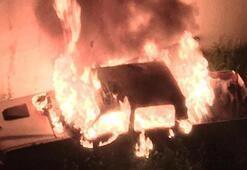 Sivasta park halindeki kamyonet yandı
