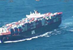 Dalgalarla boğuşan gemiden 40 konteyner suya düştü