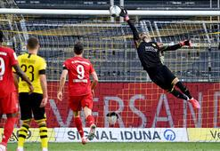 Son dakika -  Borussia Dortmund - Bayern Münih maçında dünyada bir ilk Yere tükürünce...
