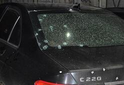 Arabada oturanlara kurşun yağdırdılar 1 kişi hayatını kaybetti