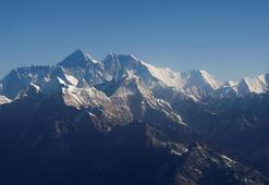 Everestin yüksekliğini ölçecek Çin ekibi zirveye ulaştı