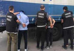 TIRın dorsesinde taşınan otomobille uyuşturucu sevkiyatına 4 tutuklama
