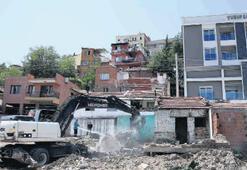 Terk edilen binalar yıkıldı