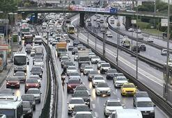 İstanbulda trafik bazı noktalarda durma noktasına geldi