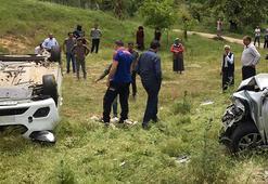 Otomobil ile çarpışan hafif ticari araç devrildi: 8 yaralı