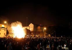 ABDde göstericiler polis karakolunu ateşe verdi