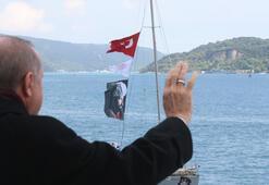 Cumhurbaşkanı Erdoğan, fetih kutlamaları dolayısıyla Boğazdan geçen tekneleri selamladı