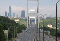 İstanbulda yollar ve meydanlar boş kaldı