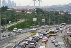 İstanbulda normalleşme sürecinin ilk sabahında trafikte sabah yoğunluğu