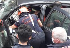 Son dakika... Kocaeli'nde otomobil bariyerlere çarptı 3 yaralı