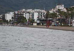 Marmariste yağmur ve rüzgar, deniz keyfine engel oldu