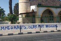 Güney Kıbrıstaki camiye gerçekleştirilen çirkin saldırıya peş peşe tepkiler