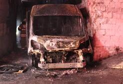 İzmirde kundaklandığı iddia edilen servis minibüsü kullanılamaz hale geldi