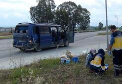Son dakika... Tarım işçilerini taşıyan minibüse otomobil çarptı 5 yaralı