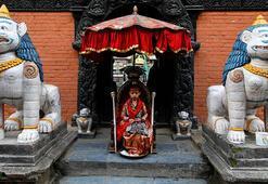 Nepalin ayakları yere değmeyen çocukları