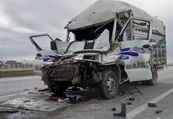 TIRa çarpan kamyonetin sürücüsü öldü