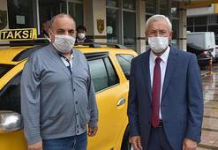 Taksi şoförü, aracında unutulan 60 bin TLyi sahibine teslim etti