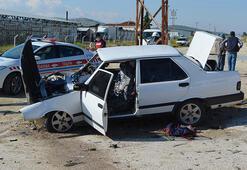 Otomobiller kafa kafaya çarpıştı: 1i ağır, 6 yaralı