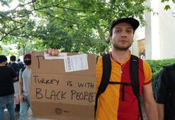 Galatasaray formalı Türk, Beyaz Saray önündeki 'George Floyd protestosunda' ilgi odağı oldu