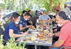 Sağlıkçılara ve polise kahvaltılı teşekkür