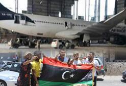 Son dakika haberleri: Libyada sıcak saatler Zafer pozu verdiler...