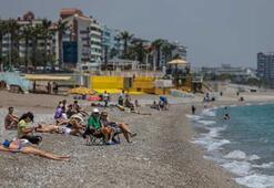 Konyaaltı Sahilinde sosyal mesafeli yoğunluk