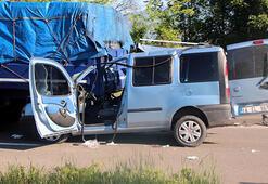 TIRa çarpan araçtaki baba ve 2 oğlu yaralandı