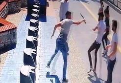 Sokak ortasında vahşet Herkesin gözü önünde bıçakladı
