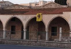 Son dakika: İkinci provokasyon Camiye Bizans bayrağı astılar