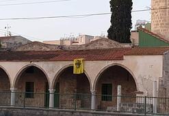 KKTCli siyasiler, Rum kesiminde camiye Bizans bayrağı asılmasını kınadı
