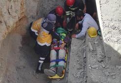 Açtıkları çukura düşen işçi yaralandı