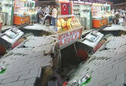 Ortaköyde kumpircilerin olduğu sokakta şoke eden olay Bir anda çöktü