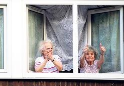 İngiltere'de 65 yaş üzeri 700 kişi  yalnız öldü Evde çürüyen bedenleri bulundu