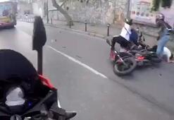 Son dakika haberi: Kabataşta motosikletlilerin çarpışma anı